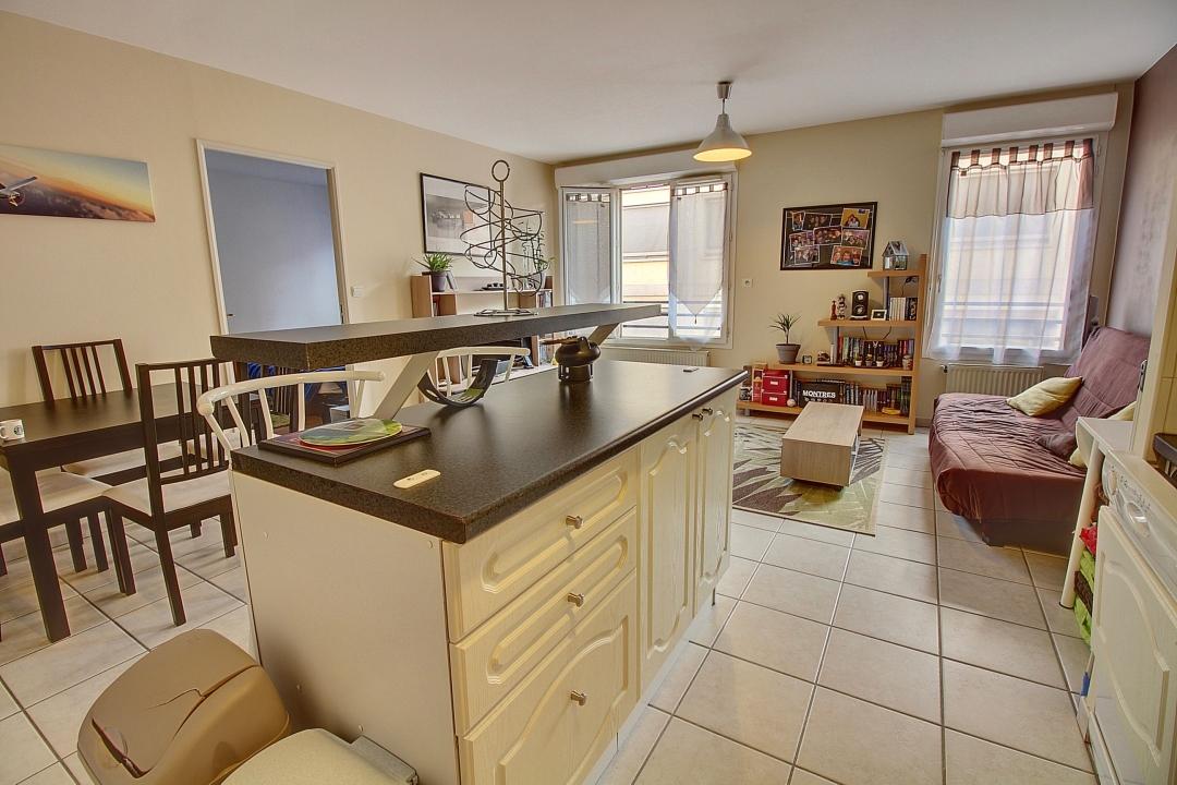 annonce vente appartement lyon 8 46 m 144 000 992737868192. Black Bedroom Furniture Sets. Home Design Ideas